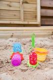 положите игрушки в коробку песка Стоковые Фотографии RF