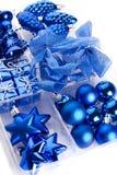 положите игрушки в коробку рождества Стоковое фото RF