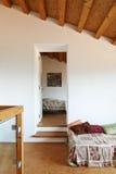 положите комнату в постель одиночную Стоковая Фотография RF