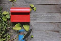 положите красный цвет в коробку столба Стоковое Изображение