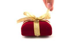 положите развертывать в коробку подарка Стоковые Изображения RF