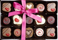 положите шоколад в коробку Стоковые Фото