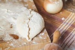 Положите яичка и вращающую ось в мешки лежа на кухонном столе Стоковое Фото