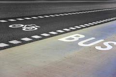 полоса для движения автобусов велосипеда Стоковое фото RF