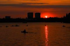 полоскать воду захода солнца Стоковые Фотографии RF