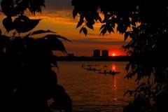 полоскать воду захода солнца Стоковая Фотография