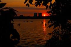 полоскать воду захода солнца Стоковое фото RF
