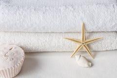 полотенца белые стоковое фото