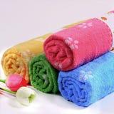 полотенца ванны цветастые Стоковое фото RF