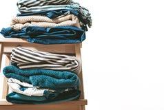 Полотенца, одеяла и другая домашняя ткань в сини и цвете beidge Стоковое Изображение
