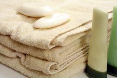 полотенца сложенные ванной Стоковые Изображения RF