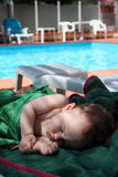 полотенца сна стенда младенца милые стоковые фото