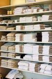 полотенца шкафа Стоковое Фото