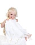 полотенце малыша удерживания ванны шаловливое ся стоковая фотография rf