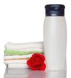 полотенце мыла шампуня красного цвета розовое Стоковое Фото