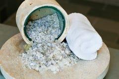 полотенце соли для принятия ванны Стоковые Изображения RF