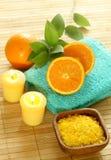 полотенце соли свечки шара ванны свежее деревянное Стоковые Изображения RF