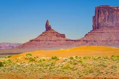 Полуденный Butte гигантское образование песчаника в памятнике va стоковые фотографии rf