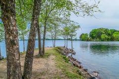 Полуостров вне в озеро стоковые изображения rf