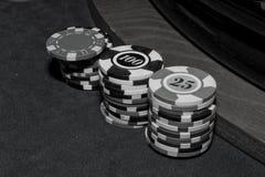Получает наличными на казино, черно-белом стоковые изображения