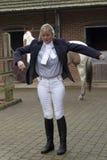 Получать всадника лошади женщины одел в синем пиджаке Стоковая Фотография RF