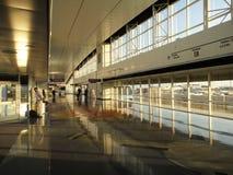 Получать готовый для отклонения на авиапорте стоковые фотографии rf