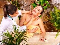получать женщину спы массажа Стоковые Изображения
