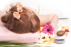 получать женщину спы массажа стоковая фотография rf