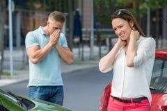 Получать женщины ранил после столкновения автомобиля Стоковые Фото