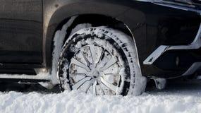 Полученный автомобиль вставил в глубоком снеге Стоковое Изображение RF
