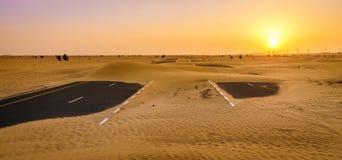 Получившаяся отказ дорога пустыни стоковое фото