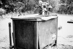 Получившееся отказ машинное оборудование в карьере утеса стоковая фотография