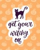 Получите ваше Witchy дальше Плакат партии хеллоуина с рукописной литерностью чернил Стоковое Изображение