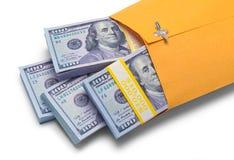 Получите внутри желтый конец наличными конверта вверх Стоковое Изображение