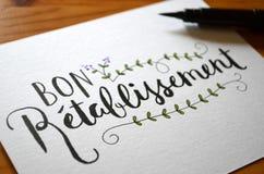 ` ПОЛУЧИТ ХОРОШЕЕ СКОРО ` рук-lettered на карточке Стоковая Фотография