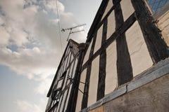 Полу-timbered здание в Великобритании стоковая фотография rf