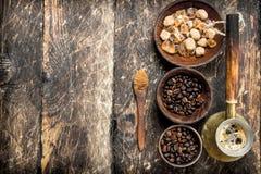 польза кофе предпосылки готовая кофе фасолей свежий Стоковое Изображение RF