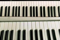 пользует ключом рояль Взгляд сверху черно-белого backgroun клавиатуры рояля Стоковые Изображения RF