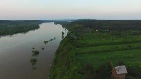 Польский красивый ландшафт реки Вислы, ВОЗДУШНОГО ОТСНЯТОГО ВИДЕОМАТЕРИАЛА акции видеоматериалы
