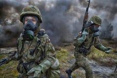 Польский солдат во время тренировки на учебном полигоне Стоковые Фотографии RF