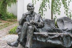 ПОЛЬША, КРАКОВ - 27-ОЕ МАЯ 2016: Статуя польского дипломата января Karski в районе Kazimierz еврейском Кракова Стоковое фото RF