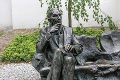 ПОЛЬША, КРАКОВ - 27-ОЕ МАЯ 2016: Статуя польского дипломата января Karski в районе Kazimierz еврейском Кракова Стоковая Фотография RF