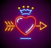 Полюбите сердце с стрелкой и королевским вектором кроны Стоковое Фото