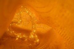 Полюбите символ, жару сформированные света на золотой предпосылке цвета стоковая фотография rf