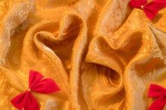 Полюбите символ, жару сформированные света на золотой предпосылке цвета стоковые изображения rf