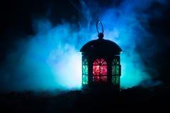 Полюбите фото украшения поздравительной открытки дня ` s валентинки Миражируйте фонарик лампы освещения накаляя на темной красочн Стоковое Фото