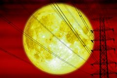 поляк супер силы силуэта луны задней электрический и электрическая линия небо стоковые изображения