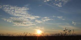 поля над заходом солнца Великобританией Стоковые Фото