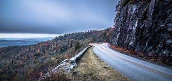 Поля погоста обозревают в закоптелых горах в северном caroli стоковое фото