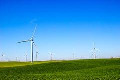 Поля с лопастной энергией 3 производящ ветрянки Стоковые Изображения